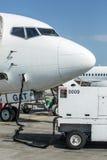 Équipement et avion moulus de service Image libre de droits