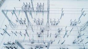 Équipement et constructions métalliques isolants à la sous-station de l'électricité banque de vidéos