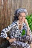 Équipement exotique de sourire de femme créole extérieur image stock
