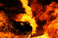 Équipement industriel sur le feu photos stock