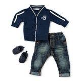 Équipement occasionnel élégant pour l'enfant en bas âge masculin sur le blanc Image stock