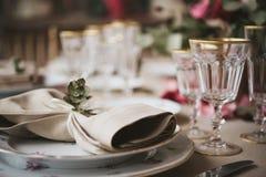 Équipement pour des mariages, table de décoration Photos stock