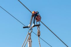 Équipement pour la pêche à la traîne sûre sur un câble en acier Zipline image libre de droits