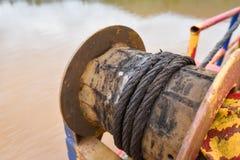 Équipement rouillé de bateau de corde de fil d'acier Photos stock