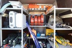 Équipement spécial des sauveteurs dans la voiture des sauveteurs photographie stock libre de droits