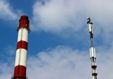 Équipement technologique contre le ciel photographie stock