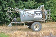 Équipement utilisé de ferme à vendre photos stock