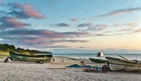 Équipements de compagnie de pêche au lever de soleil, Lettonie Photographie stock
