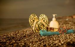 Équipements de plage sur le bord de mer Photographie stock libre de droits