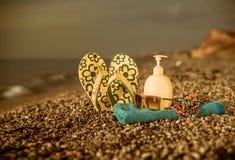 Équipements de plage sur le bord de mer Photographie stock