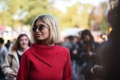 Équipements de style de rue à la semaine de mode de Paris image libre de droits