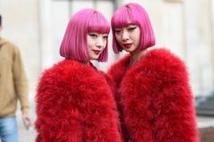 Équipements de style de rue à la semaine de mode de Paris photo stock
