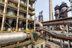 Équipements de valve de canalisation dans les aciéries photo stock
