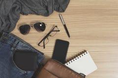 Équipements et accessoires occasionnels du ` s d'hommes Image stock