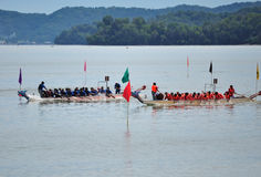 Équipes de festival de Dragon Boat Photos stock