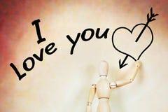 Équipez écrit je t'aime et dessine le coeur avec une flèche Photographie stock