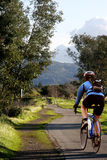 Équipez conduire son vélo Images stock