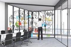 Équipez dessiner un croquis dans une salle en verre Image stock