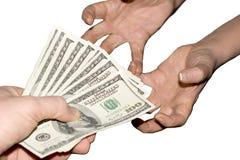 Homme effectuant un paiement Images stock