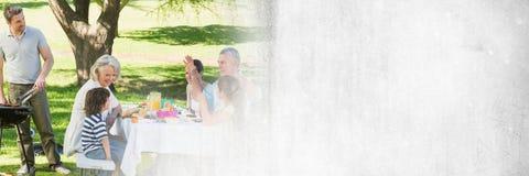Équipez faire cuire le BBQ pour la famille avec la transition grunge blanche Images stock