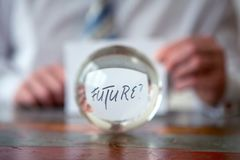 Équipez juger de papier avec l'avenir de mot devant la boule en verre Photos stock