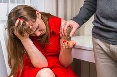 Équipez l'anneau de mariage de renvoi à son épouse - divorcez le concept Photo stock