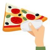 Équipez la main du ` s offrant une tranche de pizza Photos stock