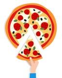 Équipez la main du ` s prenant une tranche de pizza Photographie stock