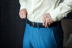 Équipez la mise sur une ceinture, homme d'affaires, politicien, le style du ` s d'homme, CMA photographie stock libre de droits