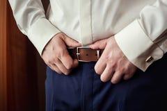 Équipez la mise sur une ceinture, homme d'affaires, politicien, le style du ` s d'homme, CMA photos stock