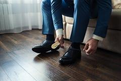 Équipez la mode, accessoires du ` s d'hommes, chaussures de vêtements d'homme d'affaires, Politi Photographie stock libre de droits
