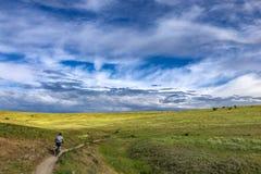 Équipez la montagne faisant du vélo dans les collines au-dessus de Boise, Idaho Image stock