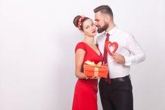Équipez le boîte-cadeau actuel son amour dans le jour du ` s de valentine Image stock