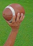 Équipez le football de projection Images stock