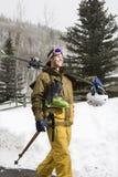 Équipez le matériel de transport de ski. image stock