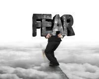 Équipez le mot concret de transport de crainte sur l'arête avec nuageux Photographie stock