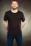 Équipez le type dans la chemise vide avec l'espace vide de copie Images stock