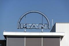 Équipez les lettres sur un bâtiment à Rotterdam les Hollandes Image stock