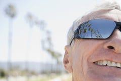 Équipez les lunettes de soleil s'usantes Images stock