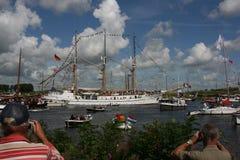 Équipez parler une photo d'un maître trois pendant la voile Amsterdam Image stock