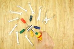 Équipez reporter le marteau de la clé et du tournevis Image stock