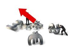 Équipez tenir la flèche vers le haut de l'homme d'affaires de signe poussant des symboles monétaires Images stock