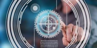 Équipez toucher un concept de technologie de virtuel sur un écran tactile image libre de droits