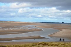 Équitation à la baie de Budle dans le Northumberland images libres de droits