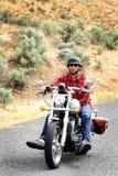 Équitation décontractée de cycliste images stock