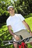 équitation d'homme de bicyclette Photos stock