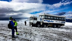Équitation de camion de glace de monstre sur le glacier image libre de droits