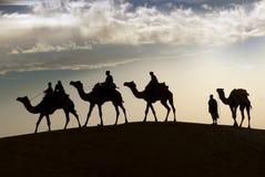 Équitation de chameau dans le désert de Thar Image libre de droits