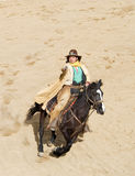 Équitation de cowboy au plein galop Photo stock