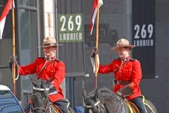 Équitation de RCMP dans le défilé de jour du ` s de St Patrick, Ottawa, Canada Image libre de droits